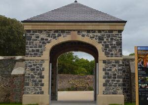 FP-McCann-Ennis-Stone-used-on-Hillsborough-Castle-Gatehouse-FEATURE